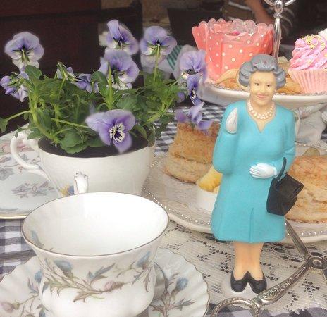 Little British Tea Shop: Tea and The Queen