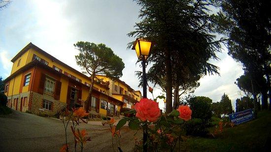 Hotel La Cima Trasimena: L'ALBERGO LA SERA