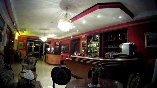 Hotel La Cima Trasimena: LA HALL