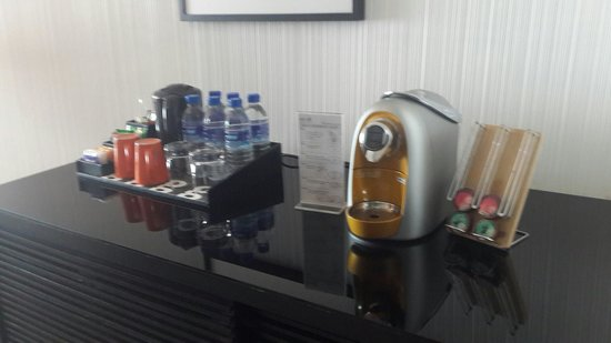 G Hotel Gurney: Coffee available in suites
