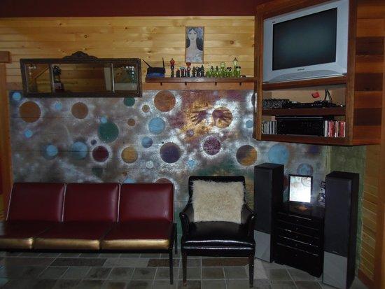 Juniper Lane Guest House: living room