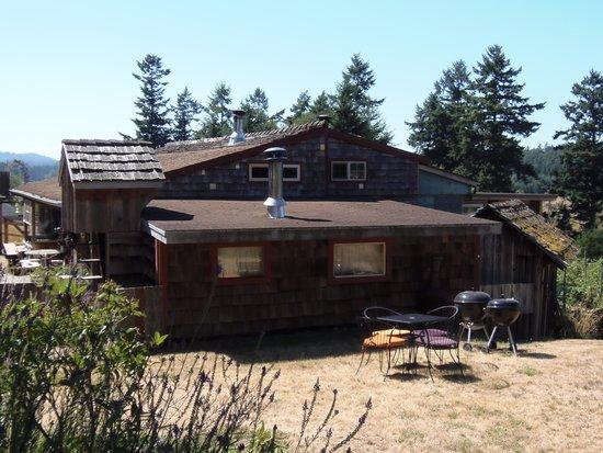Juniper Lane Guest House: building from parking lot