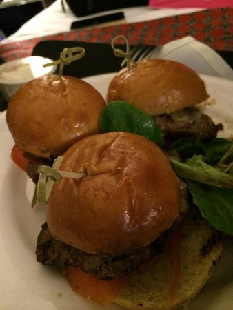 Kimpton Onyx Hotel: You wont believe how good the burgers are