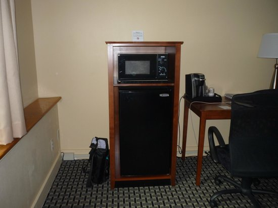 Best Western Plus Brunswick Bath : Fridge, microwave, coffeemaker