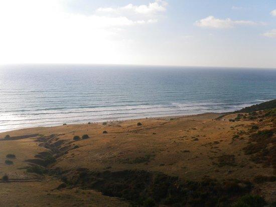 Paradise Beach Kaf Lahmam : View of the beach when going up to Tendafel village
