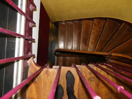 Hotel Eiffel Segur : stairs down to the reception (lift available) xD
