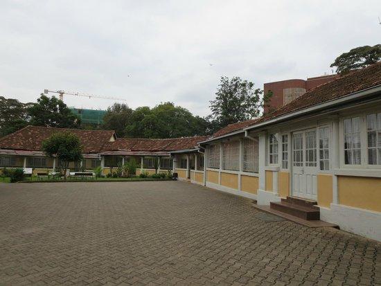 Flora Hostel : dining hall and long corridor entrance