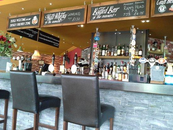 Leadburn Inn: nice bar