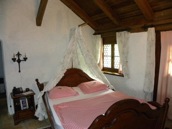 Swiss-Chalet Lodge: bed