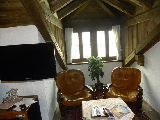 Swiss-Chalet Lodge: sitting area