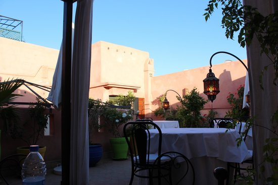 Riad Al Badia: Dining tables on terrace
