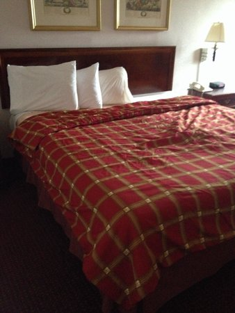 "Alexander Fulton Hotel & Convention Center: Our ""made up"" bed"