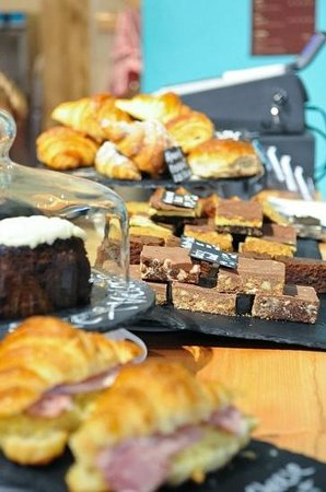 WIRED Cafe Bar: cakes a plenty...
