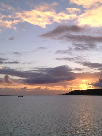 Le Taha'a Island Resort & Spa : Sunrise from our deck
