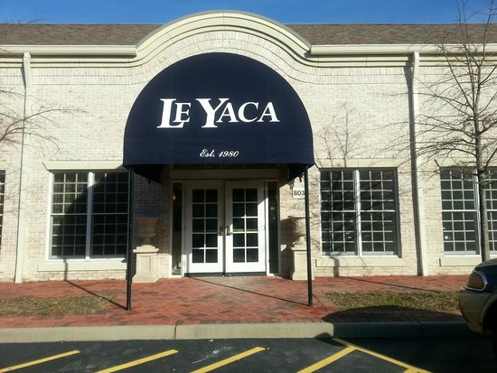 Le Yaca French Restaurant: Le Yaca front door entrance
