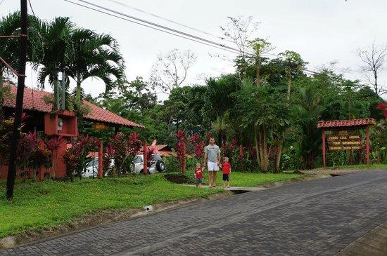 Hotel Rancho Cerro Azul: Hotel Grounds