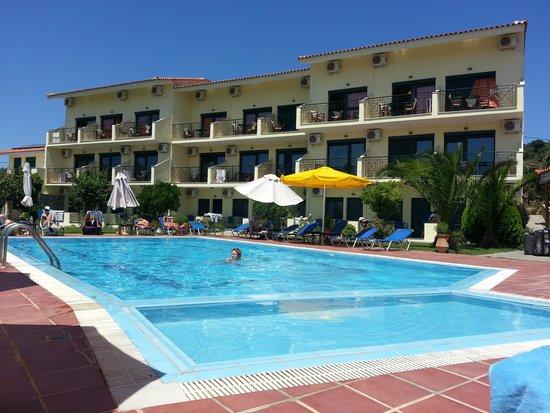 Nice garden picture of agnadi hotel skiathos tripadvisor for Hotel skiathos