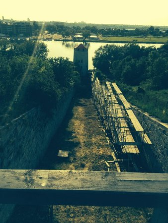 Fort Henry (Fort Henry National Historic Site) : repairing a tower