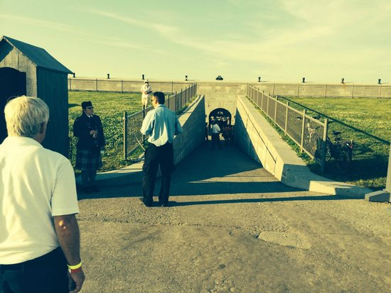 Fort Henry (Fort Henry National Historic Site) : entering the fort