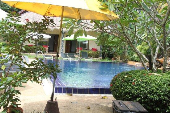 Garden Resort: Desde el boungalow de la piscina