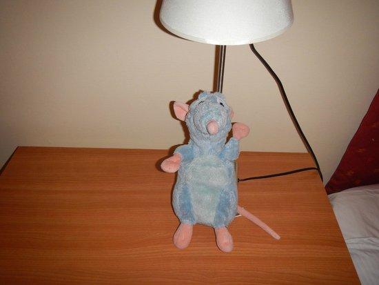 Hotel Residence Les Halles : Ratatouille deixado no quarto para meu filho brincar