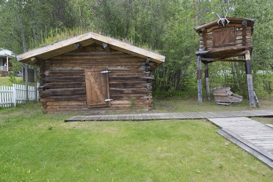 Jack London Museum: Jack London cabin and cache