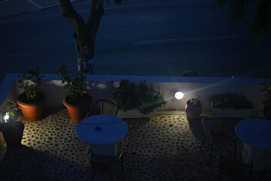Hotel Kalisperis : Night view from room 10