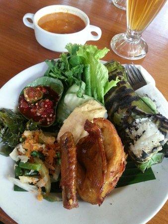 Kampung Daun: Nasi Timbel Rp.83k+ Tasty