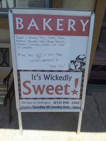 It's Wickedly Sweet : Sign out front