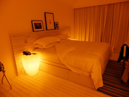 Holiday Inn Resort Kandooma Maldives : subdued lighting