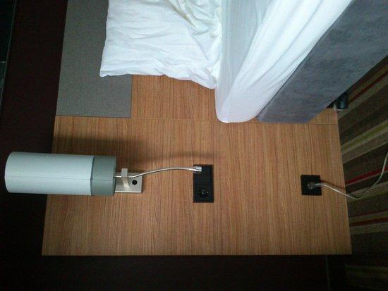 Leonardo Hotel Volklingen-Saarbrucken : etrange : il manque la table de nuit