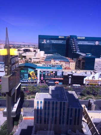 New York - New York Hotel and Casino : vu sur le strip et le mgm