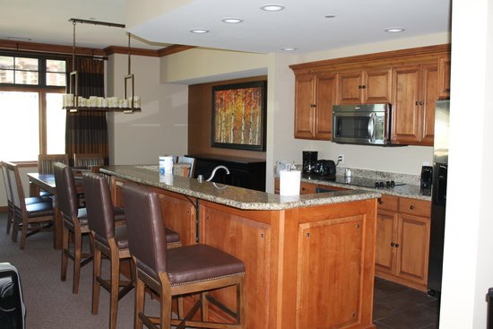 Sheraton Steamboat Resort Villas : large modern kitchen