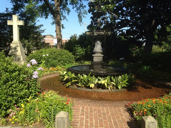 Mount Holly Cemetery: Fountain