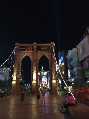 New York - New York Hotel and Casino: pont de brooklyn