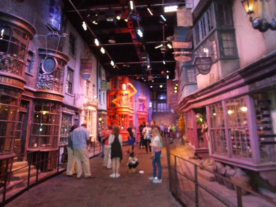 Warner Bros. Studio Tour London - The Making of Harry Potter : Diagon Alley