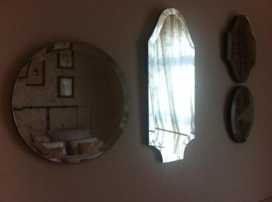 PortAventura Hotel Gold River: Мутные зеркала в номере