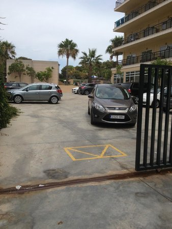 THB El Cid: Parking area for hotel El Cids customers
