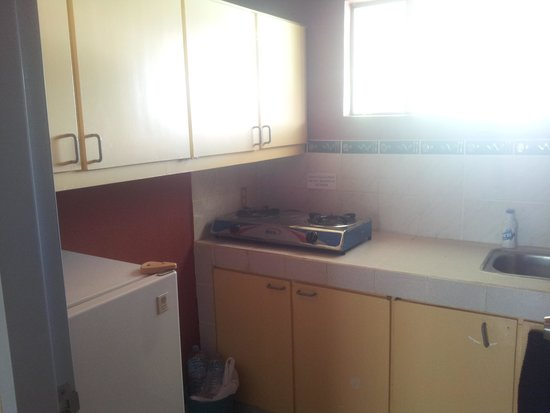 Red Knight Gardens: Kitchen, One Bedroom Apartment