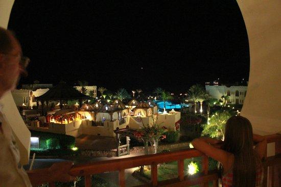 Charmillion Club Resorts: Ночной вид с балкона