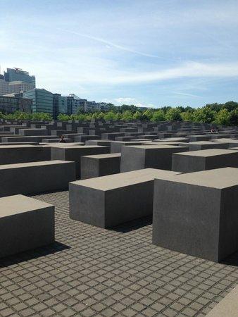 Holocaust-Mahnmal (Denkmal für die ermordeten Juden Europas): The small and meek