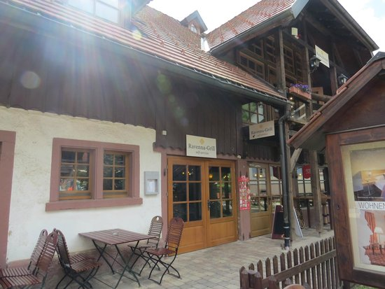 Drubba Clock & Gifts: restaurant at the drubba complex
