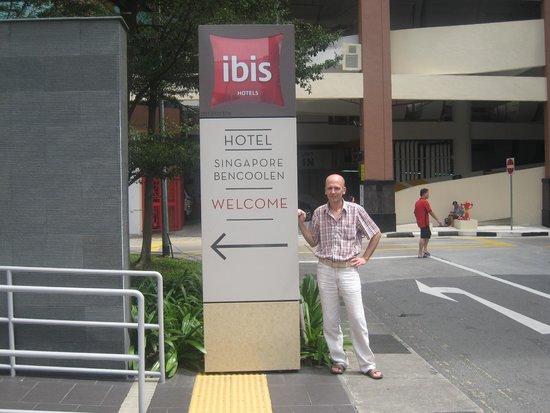 Ibis Singapore on Bencoolen: Рядом с отелем