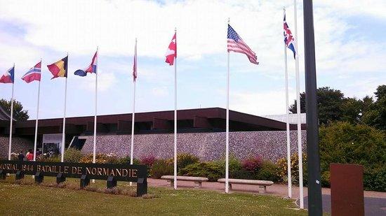 Musée Mémorial de la Bataille de Normandie : Combatants flags