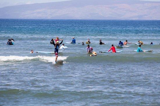 Waves Hawaii Surf School: Shoulder ride