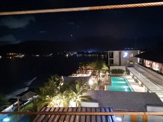 Cape Sienna Hotel & Villas : sky barからのプールの眺め