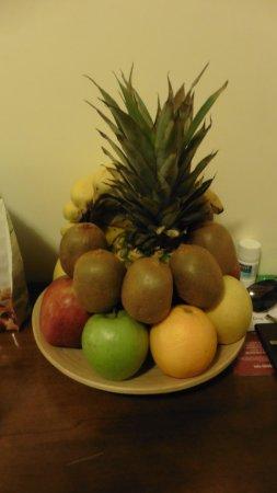 Al Colonnato di San Pietro Bed and Breakfast: fresh fruit in the room
