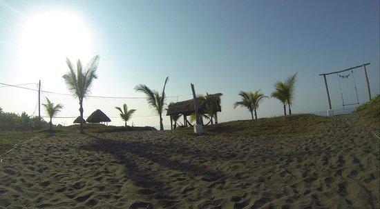 Paredon Surf House: Hammocks for use at the beach