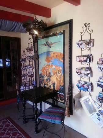 El Morocco Inn & Day Spa: magazine racks