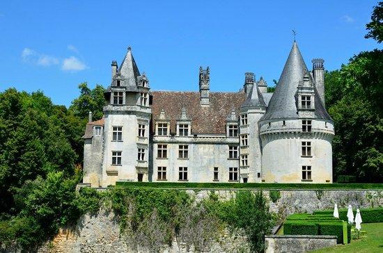 Villars, France: Chateau facade